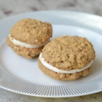 Oatmeal Creme Pies (with a Homemade Marshmallow Fluff Filling)